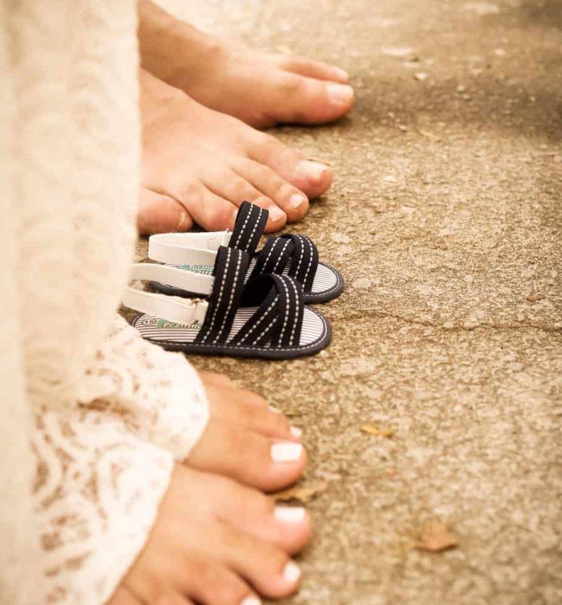 barefoot-people-1687821